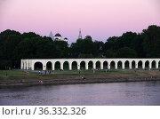 Аркада Гостиного двора, Великий Новгород. Редакционное фото, фотограф Natalya Sidorova / Фотобанк Лори