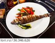 Grilled sea bass with grilled zucchini, pepper and mushrooms. Стоковое фото, фотограф Яков Филимонов / Фотобанк Лори
