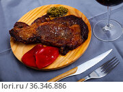 Grilled entrecote with pesto and red peppers. Стоковое фото, фотограф Яков Филимонов / Фотобанк Лори