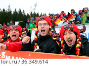 Stimmgewaltige Fans an der Strecke beim Weltcupfinale NK Schonach. Стоковое фото, фотограф Zoonar.com/Joachim Hahne / age Fotostock / Фотобанк Лори