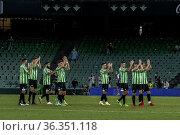 El estadio Benito Villamarín ha acogido un partido amistoso entre... Редакционное фото, фотограф Salvador López Medina / age Fotostock / Фотобанк Лори