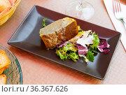 Delicious pie prepared with leek and served with salad. Стоковое фото, фотограф Яков Филимонов / Фотобанк Лори