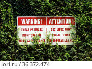 Bi-lingual English and French language surveillance warning sign with... Стоковое фото, фотограф Zoonar.com/Suzanne Goodwin / easy Fotostock / Фотобанк Лори