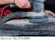 Handwerker arbeitet mit Schleifmaschine - Metall abschleifen, Nahaufnahme... Стоковое фото, фотограф Zoonar.com/Alfred Hofer / easy Fotostock / Фотобанк Лори