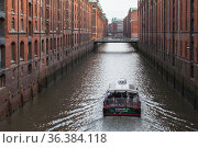 Speicherstadt, old warehouse district in Hamburg (2018 год). Редакционное фото, фотограф EugeneSergeev / Фотобанк Лори