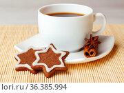 Star shaped chocolate chip cookies with cup of tea. Стоковое фото, фотограф Анна Гучек / Фотобанк Лори