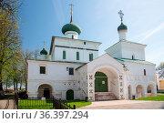 Yaroslavl, Russia - May 8, 2016: Russian ortodox church in Yaroslavl... Стоковое фото, фотограф Zoonar.com/Yuri Dmitrienko / easy Fotostock / Фотобанк Лори