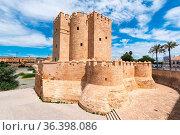 Cordoba Calahorra Tower. fortress of Islamic origin conceived as an... Стоковое фото, фотограф Zoonar.com/DAVID HERRAEZ CALZADA / easy Fotostock / Фотобанк Лори