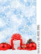 Weihnachten Geschenke Weihnachtsgeschenke hochkant Sterne Schnee Hintergrund... Стоковое фото, фотограф Zoonar.com/Markus Mainka / easy Fotostock / Фотобанк Лори