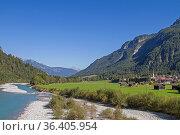 Das imponierende breite Flußtal des Lechs in Tirol wurde zum Natuschutzgebiet... Стоковое фото, фотограф Zoonar.com/Eder Christa / easy Fotostock / Фотобанк Лори
