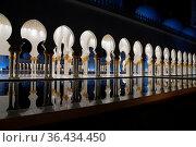 Abu Dhabi, UAE - November 17: Sheikh Zayed Grand Mosque at night,... Стоковое фото, фотограф Zoonar.com/Yuri Dmitrienko / easy Fotostock / Фотобанк Лори