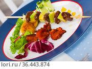 Fried shish-kebab from chicken hearts with avocado and fried chanterelles. Стоковое фото, фотограф Яков Филимонов / Фотобанк Лори