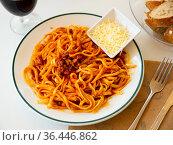 Pasta bolognese, popular italian dish. Стоковое фото, фотограф Яков Филимонов / Фотобанк Лори