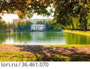 Патриаршие пруды. Москва. Редакционное фото, фотограф E. O. / Фотобанк Лори