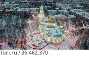 Aerial view evening of Spassky Cathedral in winter in the city of Penza. Стоковое видео, видеограф Яков Филимонов / Фотобанк Лори