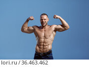 Male athlete with muscular body shows his power. Стоковое фото, фотограф Tryapitsyn Sergiy / Фотобанк Лори
