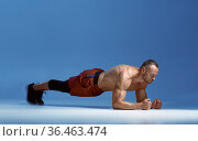 Male athlete trains his abs standing on his elbows. Стоковое фото, фотограф Tryapitsyn Sergiy / Фотобанк Лори