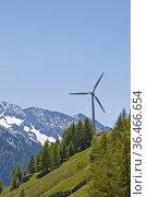 Alternative Energiegewinnung mit Hilfe eines Windrades hat auch in... Стоковое фото, фотограф Zoonar.com/Christa Eder / easy Fotostock / Фотобанк Лори