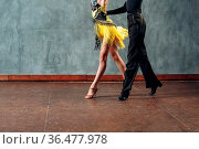 Ballroom dance samba. Young couple in yellow and black clothes dancing. Стоковое фото, фотограф Zoonar.com/Max / easy Fotostock / Фотобанк Лори