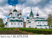 Churches in Savior Transfiguration Monastery in Murom, Russia. Стоковое фото, фотограф Zoonar.com/Boris Breytman / easy Fotostock / Фотобанк Лори