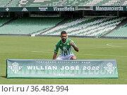 Presentado como nuevo jugador de la plantilla del Real Betis, Willian... Редакционное фото, фотограф Salvador López Medina / age Fotostock / Фотобанк Лори