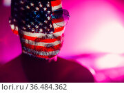 Adult man with USA flag on his face in the dark. Стоковое фото, фотограф Zoonar.com/Max / easy Fotostock / Фотобанк Лори