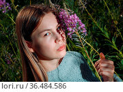 Pretty young woman outdoor in the park with summer flowers. Стоковое фото, фотограф Zoonar.com/Max / easy Fotostock / Фотобанк Лори