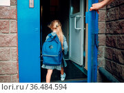 Rear view of father come back to home from school with his daughter... Стоковое фото, фотограф Zoonar.com/Max / easy Fotostock / Фотобанк Лори