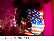 Young woman with USA flag on her face in medical mask. Стоковое фото, фотограф Zoonar.com/Max / easy Fotostock / Фотобанк Лори