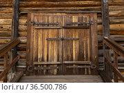 Gate in a traditional all-wooden barn. Стоковое фото, фотограф Евгений Харитонов / Фотобанк Лори