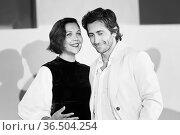 Director Maggie Gyllenhaal and Jake Gyllenhaal during The Lost Daughter... Редакционное фото, фотограф Antonelli / AGF/Maria Laura Antonelli / age Fotostock / Фотобанк Лори