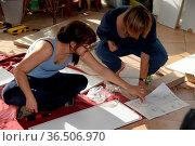 , handwerk, heimwerken,heimwerkerin, bau, hausbau, handwerker,möbel... Стоковое фото, фотограф Zoonar.com/Volker Rauch / easy Fotostock / Фотобанк Лори