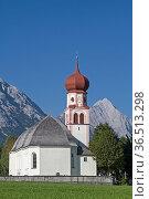 Die Kirche, das Wahrzeichen des malerischen Tiroler Dorfes Leutasch. Стоковое фото, фотограф Zoonar.com/Eder Christa / easy Fotostock / Фотобанк Лори