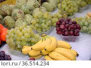 Weintrauben, Weintraube,banane, bananen, traube, trauben, weinstock... Стоковое фото, фотограф Zoonar.com/Volker Rauch / easy Fotostock / Фотобанк Лори