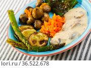 Grilled vegetables with mushroom sauce. Стоковое фото, фотограф Яков Филимонов / Фотобанк Лори