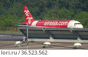 Airbus A320 AirAsia departing flight (2019 год). Редакционное видео, видеограф Игорь Жоров / Фотобанк Лори
