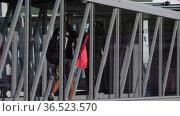 Glass telescopic gangway, passenger boarding. Редакционное видео, видеограф Игорь Жоров / Фотобанк Лори