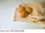 Three eggs on a dishcloth. Стоковое фото, фотограф María Galán / age Fotostock / Фотобанк Лори
