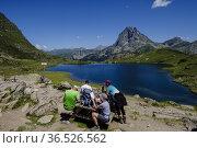 People on Ayous hut, Gentau lake, Ayous lakes tour, Pyrenees National... Редакционное фото, фотограф Tolo Balaguer / age Fotostock / Фотобанк Лори