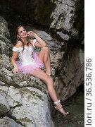 Junge blonde Frau im rosa Tutu an einem Wasserfall - verführerisch... Стоковое фото, фотограф Zoonar.com/Hans Eder / easy Fotostock / Фотобанк Лори
