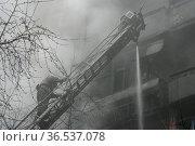 Fireman wearing a gas mask on the stairs. Стоковое фото, фотограф Zoonar.com/Volodymyr Khodariev / easy Fotostock / Фотобанк Лори