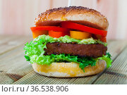 Vegetarian hamburger with soybean cutlet, tomato and lettuce. Стоковое фото, фотограф Яков Филимонов / Фотобанк Лори