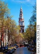 Blick über die Gracht am Groenburgwal auf die Zuiderkerk in Amsterdam... Стоковое фото, фотограф Zoonar.com/Dirk Rueter / age Fotostock / Фотобанк Лори