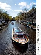 Ausflugsboot auf der Herengracht in Amsterdam, Niederlande im Frühling... Стоковое фото, фотограф Zoonar.com/Dirk Rueter / age Fotostock / Фотобанк Лори