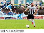 Dragan Ovuka (Villingen 08) mit Ball, SBFV-Pokal - 2015/16: Finale... Стоковое фото, фотограф Zoonar.com/Joachim Hahne / age Fotostock / Фотобанк Лори