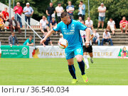 Matthieu Krebs, mit Ball, SBFV-Pokal - 2015/16: Finale: SV Oberachern... Стоковое фото, фотограф Zoonar.com/Joachim Hahne / age Fotostock / Фотобанк Лори