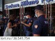 Police's controls at the entrance of the Garibaldi train station. ... Редакционное фото, фотограф Nicola Marfisi / AGF/Nicola Marfisi / AGF / age Fotostock / Фотобанк Лори