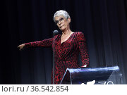 Jamie Lee Curtis delivers a speech after she received the Golden ... Редакционное фото, фотограф Maria Laura Antonelli / AGF/Maria Laura Antonelli / age Fotostock / Фотобанк Лори