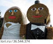 Brautpaar aus Strohrollen. Стоковое фото, фотограф Zoonar.com/Martina Berg / easy Fotostock / Фотобанк Лори