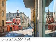 Храм Воскресения Словущего в Филипповском переулке на Арбате в Москве. Стоковое фото, фотограф Baturina Yuliya / Фотобанк Лори